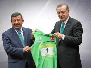 Atletizm Federasyonu'ndan Başkan Karabacak'a Ödül