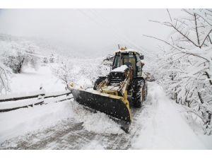Başiskele'de Kar Yağışı Yüksek Kesimlerde Etkili Oluyor