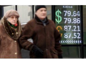 Dolar, ruble karşısında tarihi rekor kırdı