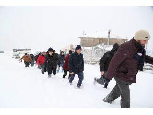 Başkan Genç, 30 Ülkeden 60 Öğrenci İle Akdağ'da Kuşlara Bıraktı