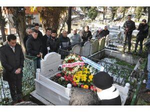 Milli futbolcu Muzaffer Badalıoğlu, mezarı başında dualarla anıldı