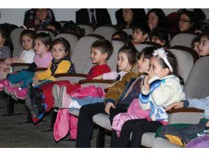 Başkan Dinç'ten Çocuklara Erken Karne Hediyesi