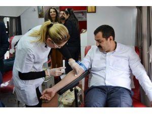 AK Gençlik Kan Bağışı Yaptı