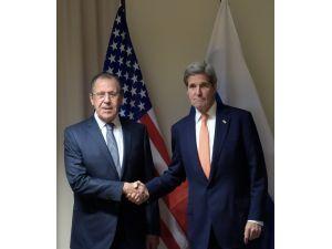 Lavrov: Suriye barış görüşmelerinin ocak ayında başlayacağını düşünüyoruz