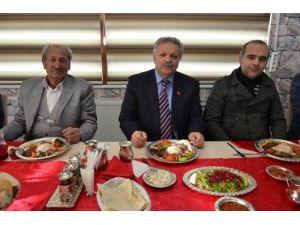 Vali Kahraman Basın Mensupları İle Yemekte Bir Araya Geldi