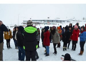 Sarız Belediyesi'nden öğrencilere Erciyes gezisi