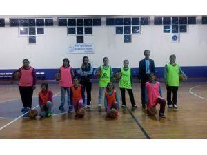 Kız Basketbol Takımı Çalışmalarına Başladı