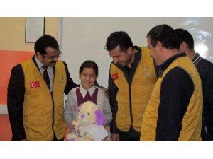 1 TL Harçlığını, Diyarbakırlılar İçin Başlatılan Kamyanyaya Bağışlayan Küçük Öğrenciye Burs