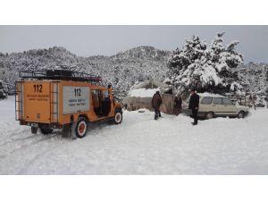 Burdur'da Karda Mahsur Kalan Çobanlara Yardım