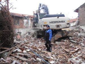 Gemlik'te İki Yılda 200 Metruk Bina Yıkıldı