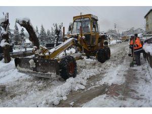 Tavşanlı Belediyesi Yoğun Kar Yağışının Ardından Tüm Birimleriyle Alarma Geçti
