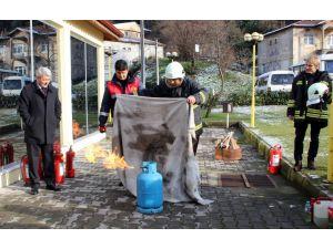 Sağlıkçılara yangın eğitimi veridi