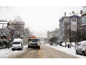 Pursaklar'da Karla Mücadele Gece Gündüz Sürüyor