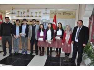 Özel Sakarya Ortaokulu, TEOG'da başarı elde eden öğrencilerini öodüllendirdi