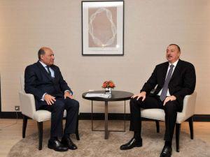 Aliyev, Davos'ta Chakrabarti ile görüştü