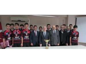 İl şampiyonu öğrenciler ödüllendirildi