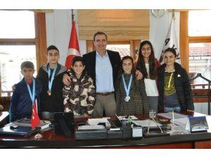 Başkan Rahmi Gençer, Şampiyonları Ödüllendirdi