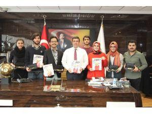 Zirve Üniversitesi Öğrenci Konseyi Rektör Prof. Dr. Adnan Kısa'yı Ziyaret Etti