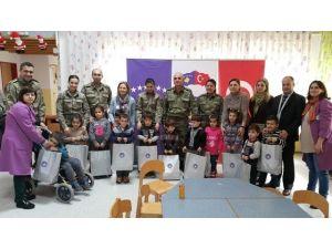 Kosova'da Görev Yapan Türk Askeri Engelli Çocukları Sevindirdi