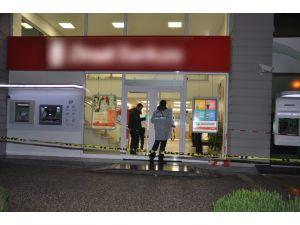 Antalya'da silahlı banka soygunu: 1 kişi yaralandı