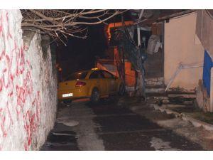 Gaspçılara direnen taksi sürücüsü kaza yaptı
