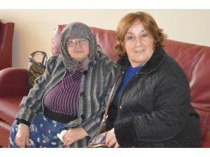 CHP'li Kadınlar Huzurevini Ziyaret Etti