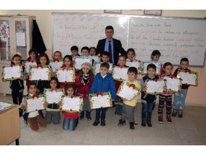 Yozgat'ta Öğrenciler Karnelerini Almaya Başladı