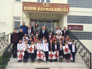 Didim'de Geleceğin Jimnastikçileri Madalya Ve Kupaları Topladı