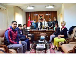 Kurttepe Mesleki Ve Teknik Anadolu Lisesi'nin Hentbolda Başarısı