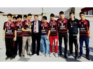 Erzin'in Liseli Voleybol Takımlarının Başarısı