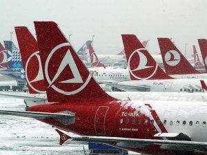 İstanbul'da 155 uçak seferi iptal edildi