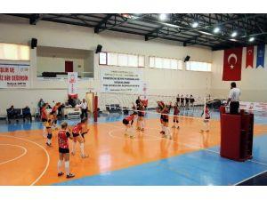 Güç Koleji Pursaklar Voleybol Takımı Zirvede