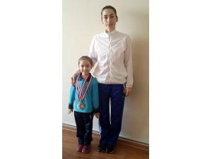 Özel Şehzade Mehmet İlkokulu öğrencisi jimnastikte Türkiye birincisi oldu