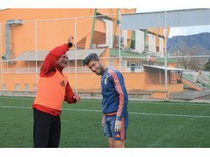 Kozan Belediyesporlu Futbolcuya Unlu Yumurtalı Doğum Günü Sürprizi