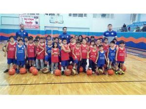Geleceğin Basketbolcuları Turgut Özal'da Yetişiyor