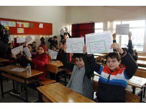 İzmir'de 670 Bin Öğrenci Karne Aldı