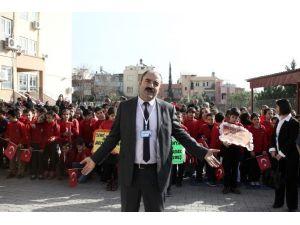 Öğretmenin Karne Töreninde Bayrak Paniği