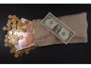 Tarihi düşüş sonrası ruble tekrar değer kazanmaya başladı