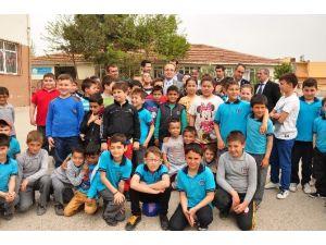Turan'dan Başarılı Öğrencilere Tebrik Telefonu