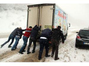 Zonguldak-ereğli Yolunda Araçlar Yolda Kaldı