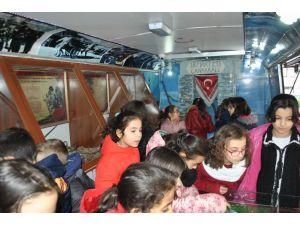 Çanakkale müze otobüsü, öğrencilerle buluştu