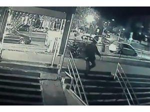 Sevgilisini vurmak için koşarken güvenlik kamerasına yakalandı
