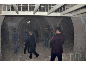 Başkan Polat, Restorasyon Çalışmasını İnceledi