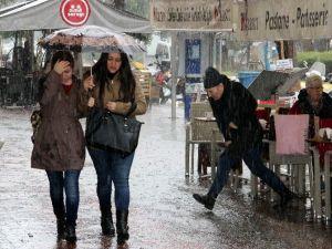 Alanya'da Dolu Yağışı Hayatı Felç Etti