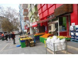Kaldırımları İşgal Eden Esnaflara 20 Bin Lira Ceza