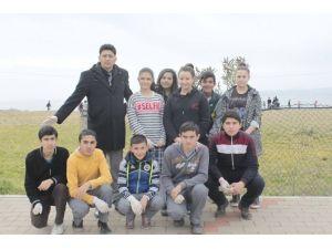 Öğrencilerden Bayır Bucak Türkmenlerine Nakdi Yardım