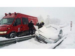 Düzce'de Yoğun Kar Kazaları Da Beraberinde Getirdi