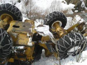 Çatak'ta Kar Temizleme Aracı Devrildi