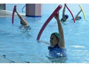 Tepebaşı'nda Su Jimnastiği İlgi Görüyor