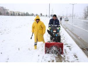 Adapazarı'nda Karla Mücadele Kesintisiz Şekilde Sürüyor
